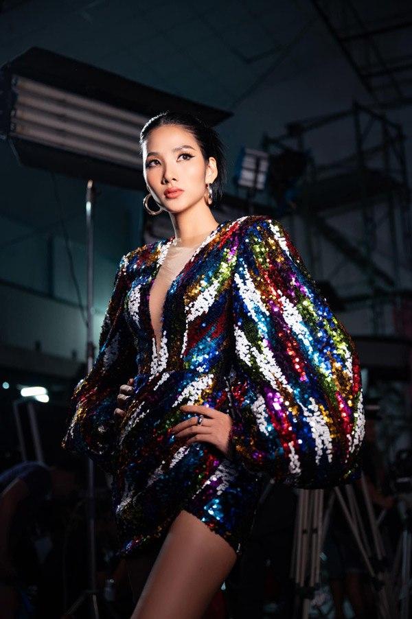Mẫu váy này từng được nhiều sao Việt, trong đó có Hoàng Thùy, yêu thích. Ảnh: Chung Thanh Phong.