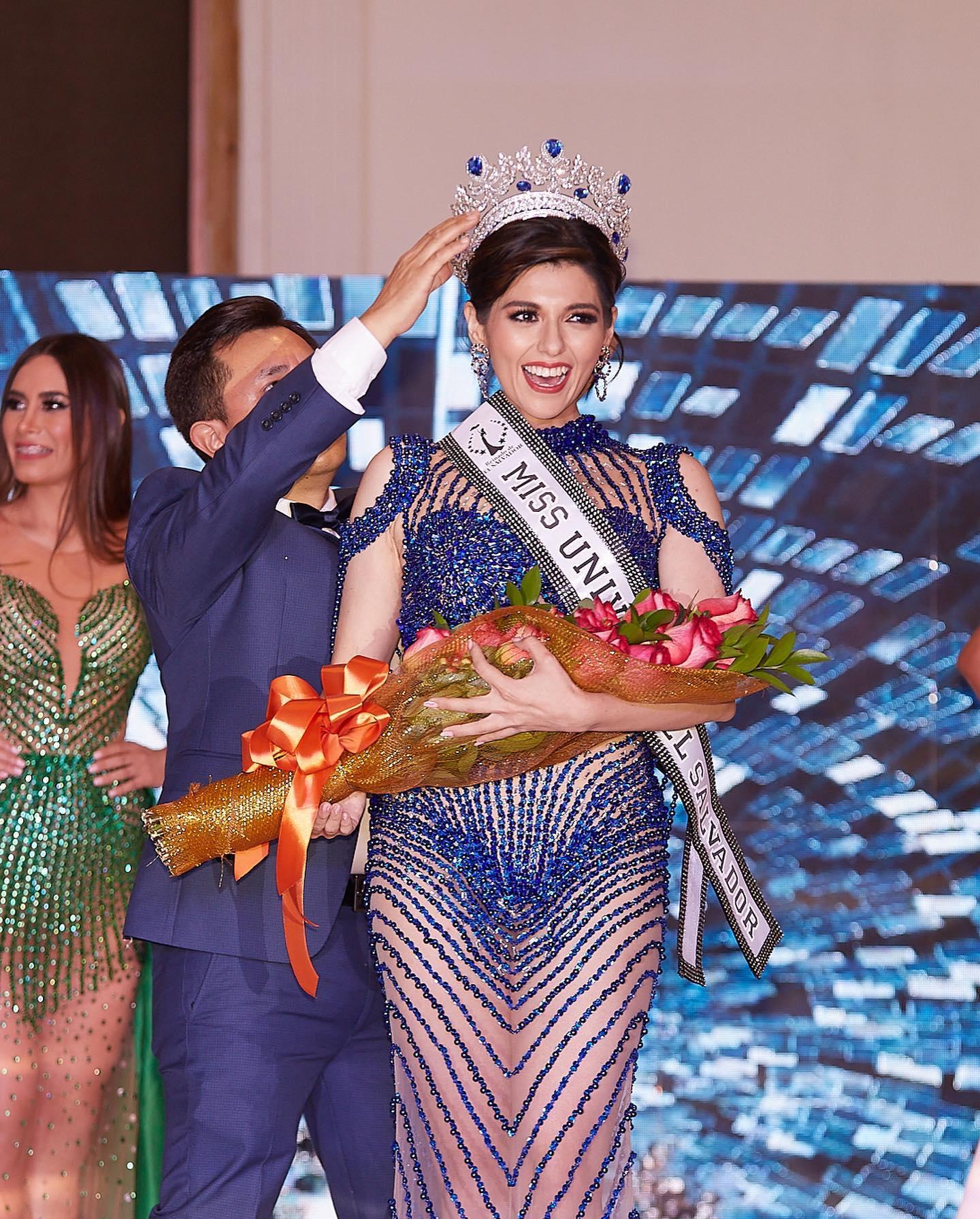 vượt qua sáu thí sinh giành Hoa hậu