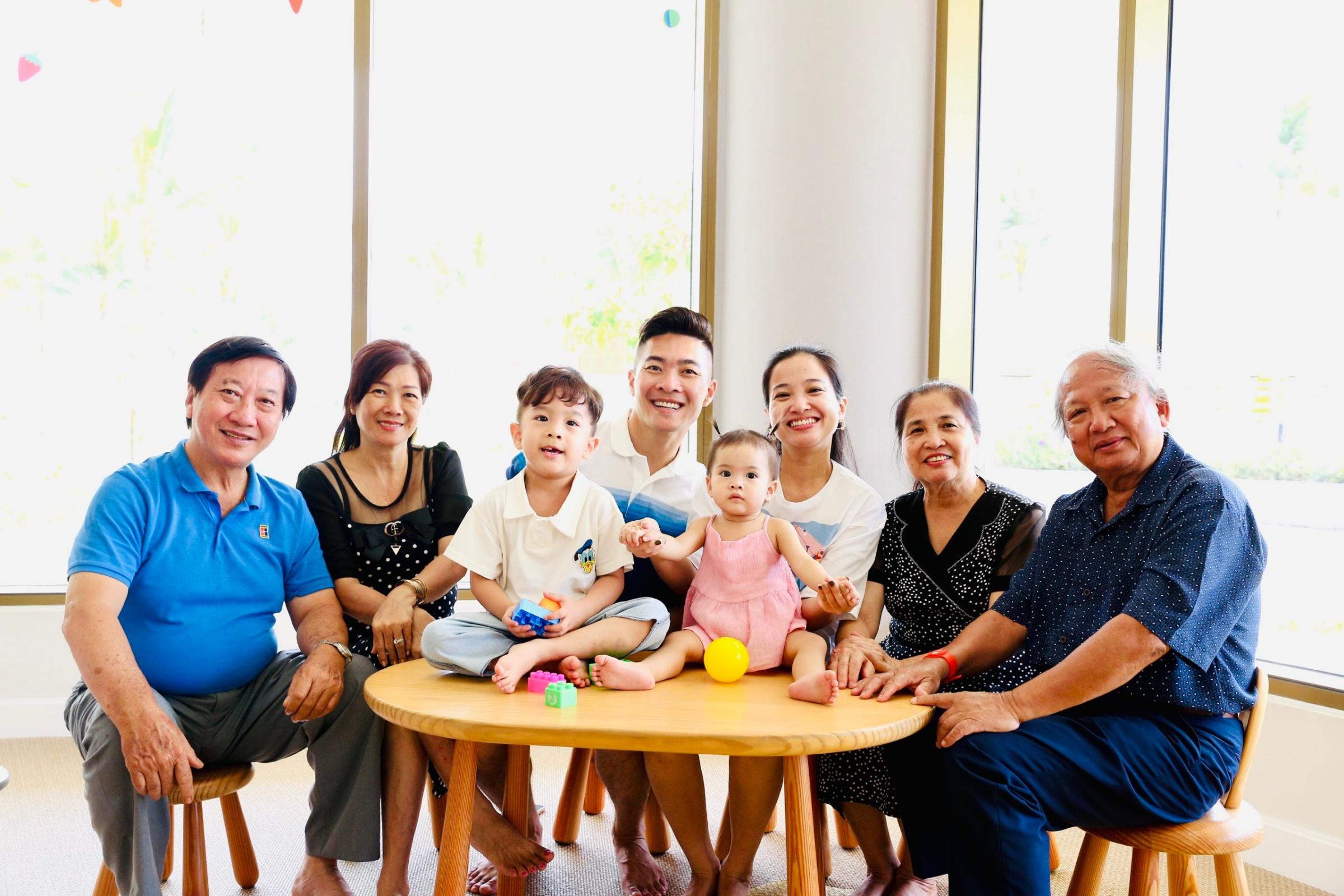 Gia đình Quốc Cơ mong sống gần kề cha mẹ
