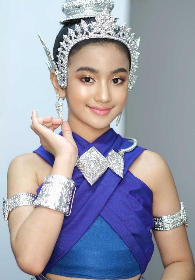 Cô bé yêu thích những trang phục truyền thống, thường xuyên được mời làm người mẫu cho các bộ sưu tập thời trang trong nước. Jenna còn góp phần truyền bá văn hóa dân tộc thông qua các điệu nhảy, trang phục truyền thống... trong các video nhạc của mình.