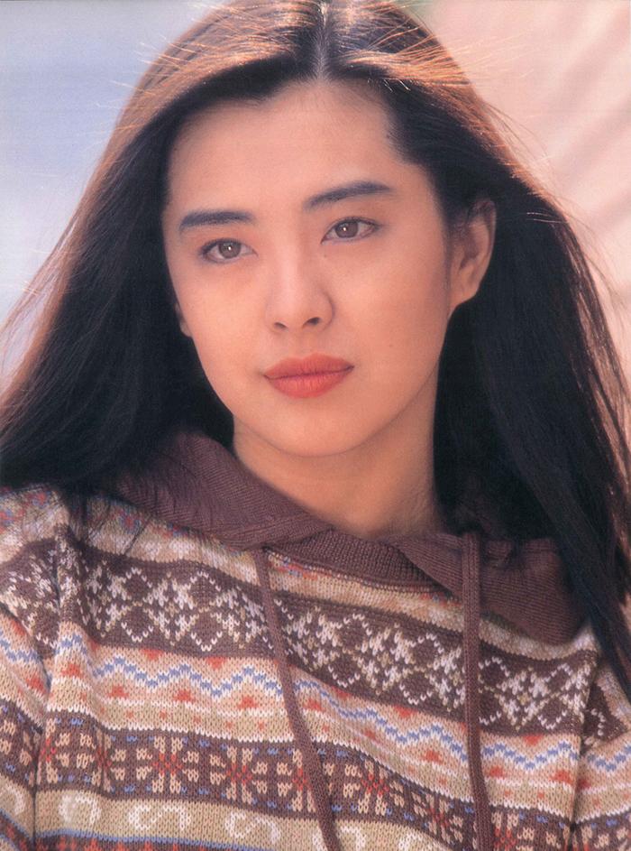 Vắng bóng làng giải trí 20 năm qua, Vương Tổ Hiền vẫn được nhiều fan nhớ đến. Khán giả thường đăng các hình ảnh thời trẻ của cô trên các fanpage.