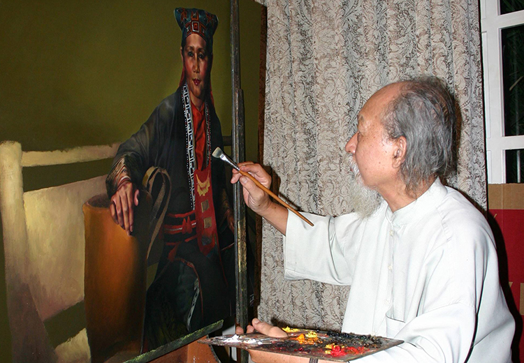Họa sĩ Đỗ Quang Em vẽ tranh tại tư gia năm 2009. Ảnh: Văn Bảy.