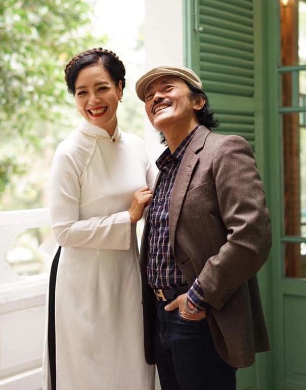 Nghệ sĩ Chiều Xuân và Giang Còi trong một dịp họp lớp. Ảnh: Facebook Nguyễn Thị Chiều Xuân.