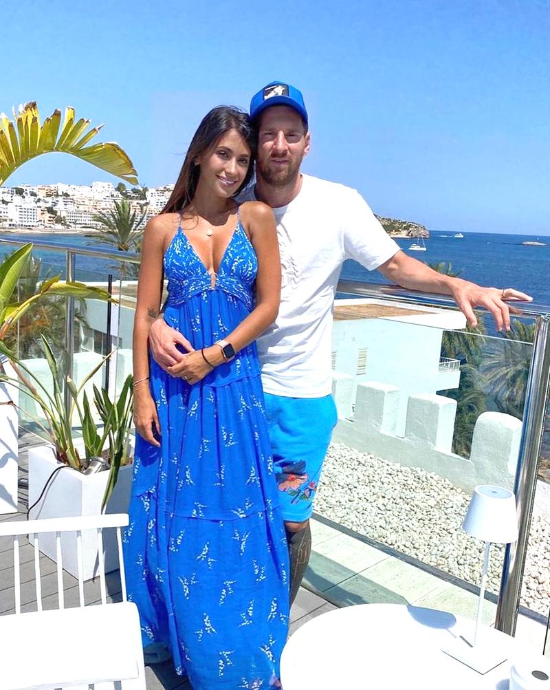 Thời trang dạo biển của vợ Messi - 6