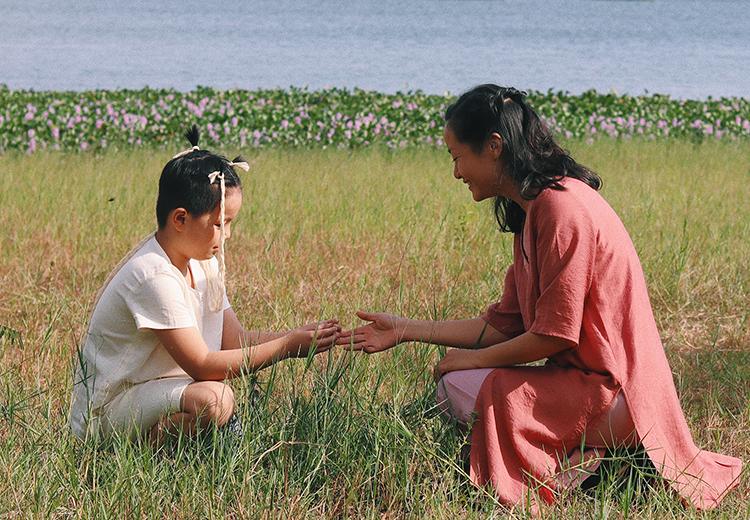 Memento Mori: Nước là câu chuyện về người mẹ có con trai bị ung thư xương. Ảnh: