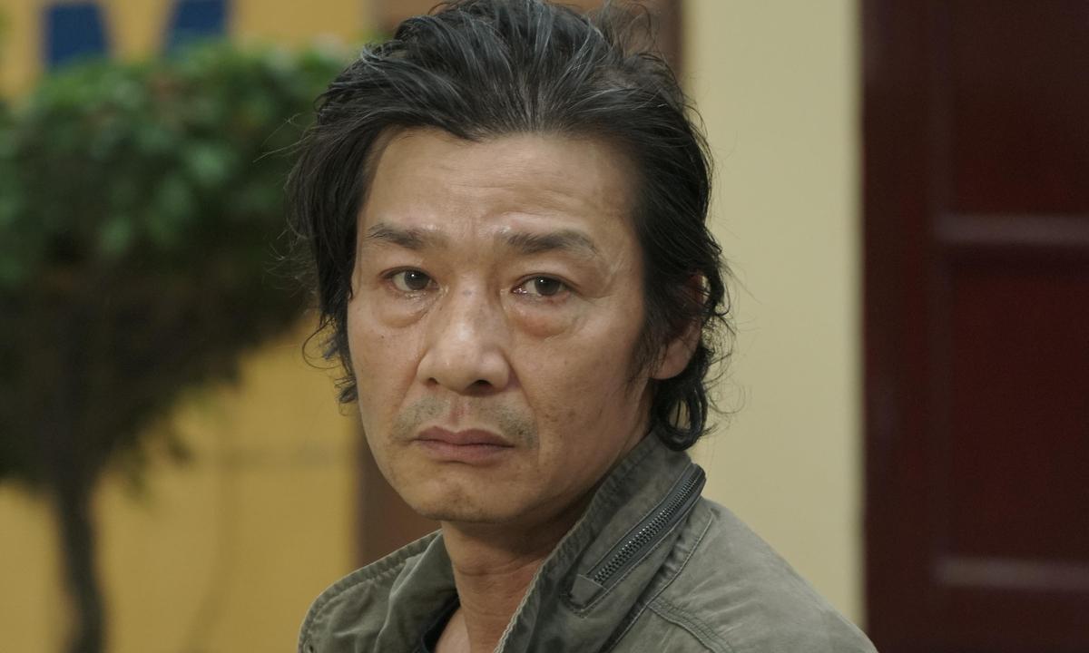 Võ Hoài Nam toát lên vẻ khắc khổ khi đóng vai ông Sinh. Ảnh: VFC.