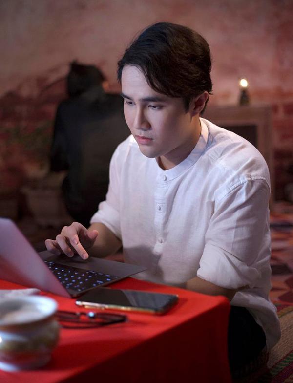 Huỳnh Lập khi quay webdrama tại nhà riêng ở An Giang. Ảnh: Nhân vật cung cấp.
