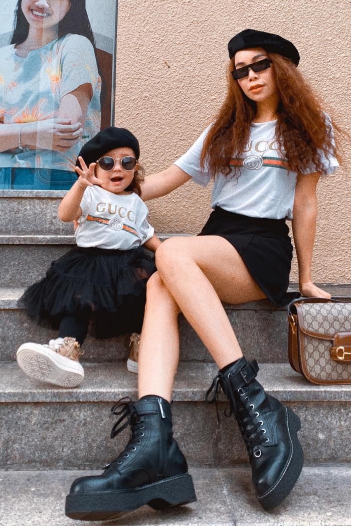 Mẹ con Trà Ngọc Hằng diện đồ đôi với áo phông Gucci