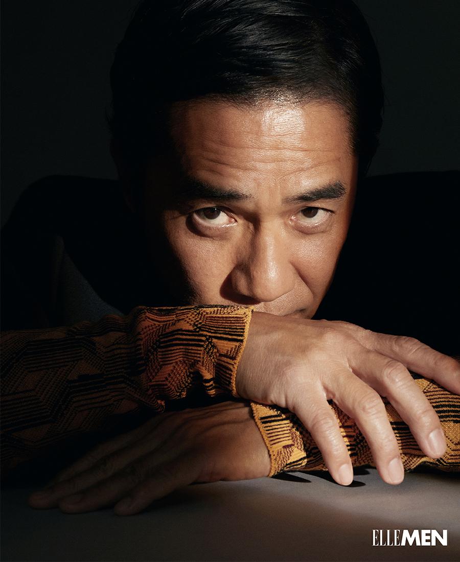 Trên RTHK hôm 5/9, anh cho biết hàng ngày dậy lúc 6h, rèn thể lực hai tiếng, sau đó xuống siêu thị mua salad, mỳ về làm bữa sáng. Hiện anh đóng phim ở Hong Kong, năm tới, Triều Vỹ sang Canada đóng phim truyền hình. Tài tử tái xuất ở mảng phim dài tập, sau 33 năm đóng Hiệp khách hành của TVB.