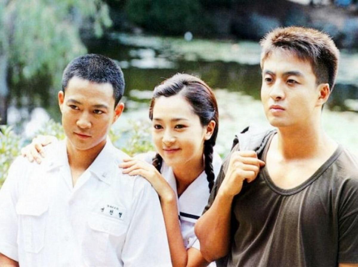 Ba diễn viên chính. Từ trái qua: