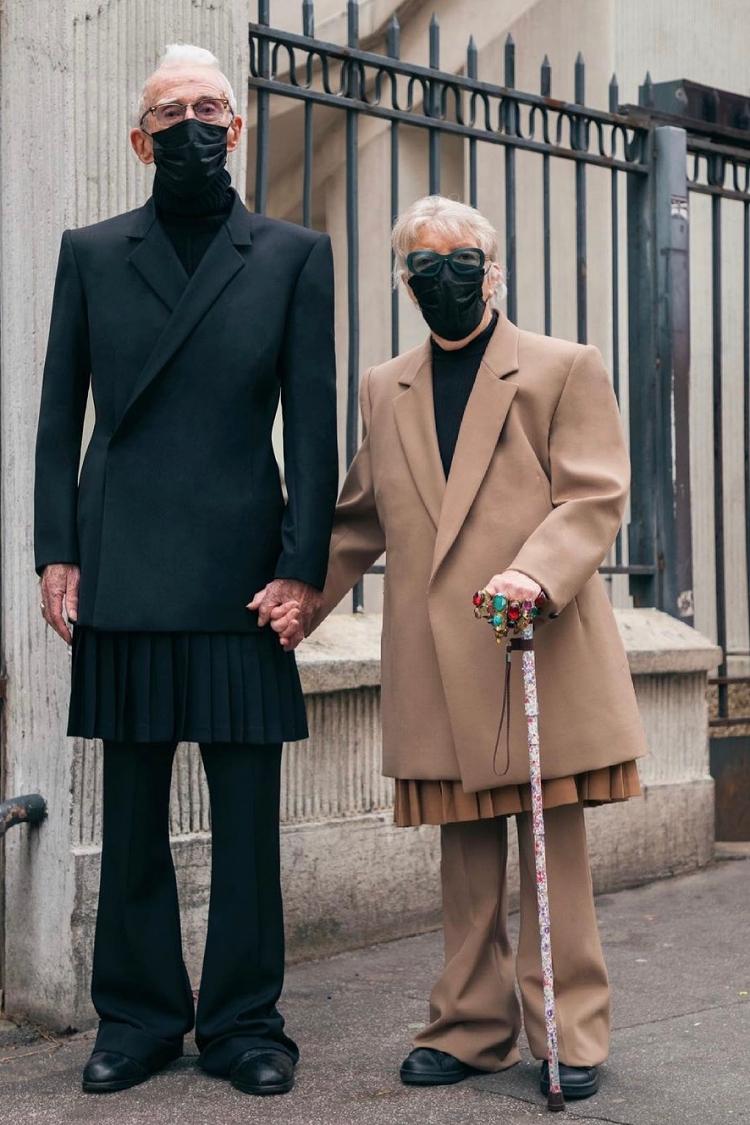 Cặp đôi Marie-Louise (85 tuổi) và René Glémarec (86 tuổi) gây chú ý khi xuất hiện tại Tuần lễ thời trang Paris, tháng 3/2021 với hai bộ cánh đồng điệu.  Trước đây, bà Marie là một nhân viên bưu điện, còn ông René phục vụ cho Hải quân Pháp. Người đưa ông bà đến với thời trang là cháu trai Florentin Glémarec và ban đời đồng giới - Kévin Nompeix. Họ gọi ông bà là những đại sứ đầu tiên cho thương hiệu thời trang phi giới tính EgonLab mà hai người sáng lập. Marie-Louise và René Glémarec đã vui vẻ nhận lời và diện trang phục của cháu trai từ đó. Đôi khi cả hai còn tự chọn và phối quần áo theo ý thích.