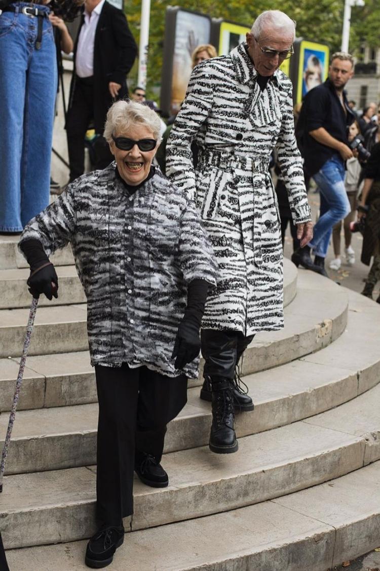 Trong lần xuất hiện tại Paris Fashion Week năm 2019, Marie và René cũng từng gây chú ý khi diện hai mẫu trang phục mang hoạ tiết đặc trưng từ BST Xuân Hè 2020-Lappel. Đây là hoa văn độc quyền của thương hiệu vì mỗi đường vằn đều được tạo nên từ hàng ngàn dòng chữ EgonLab. Áo trench coat và giày cao cổ giúp làm nổi bật thêm chiều cao của ông  René. Trong khi đó, bà Marie kết hợp áo sơ mi tay ngắn cùng hoạ tiết với chồng quần ống đứng và gang tay, tạo nên vẻ trẻ trung, thời thượng.
