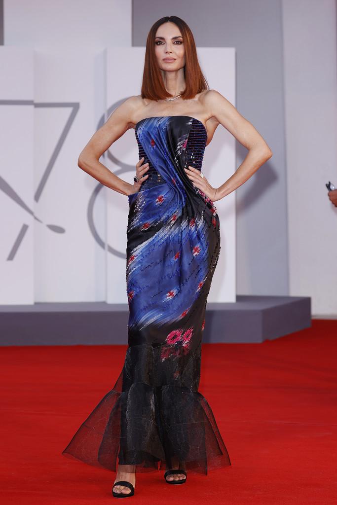Người mẫu Eugenia Silva chọn đầm