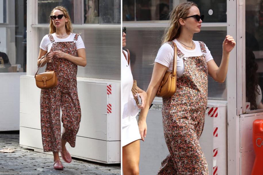 Jennifer Lawrence diện phong cách vintage với kính mắt mèo trên phố. Ảnh: Backgrid