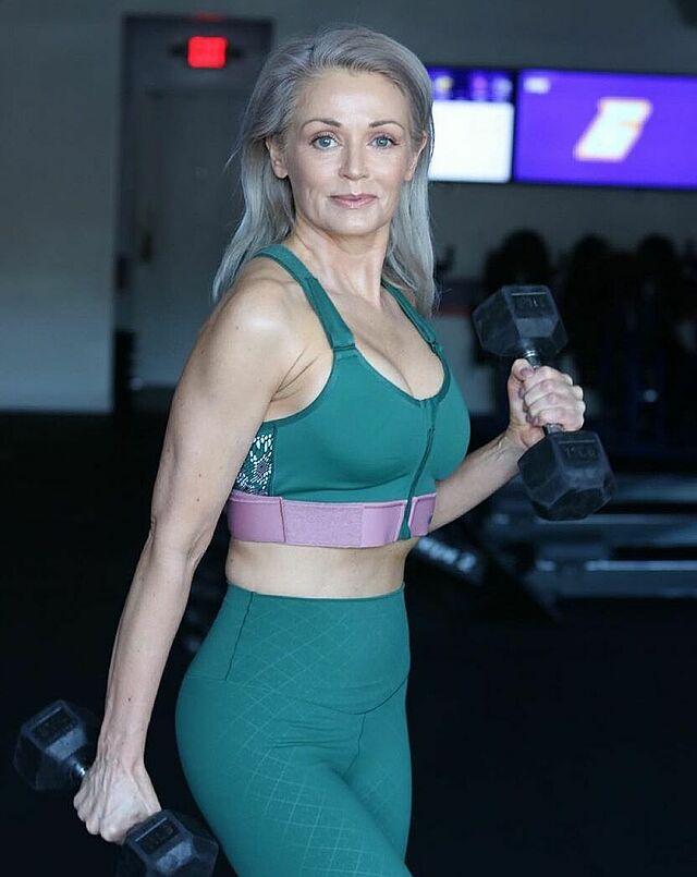 Kathy duy trì thói quen tập gym khoảng bốn buổi một tuần để giữ dáng.