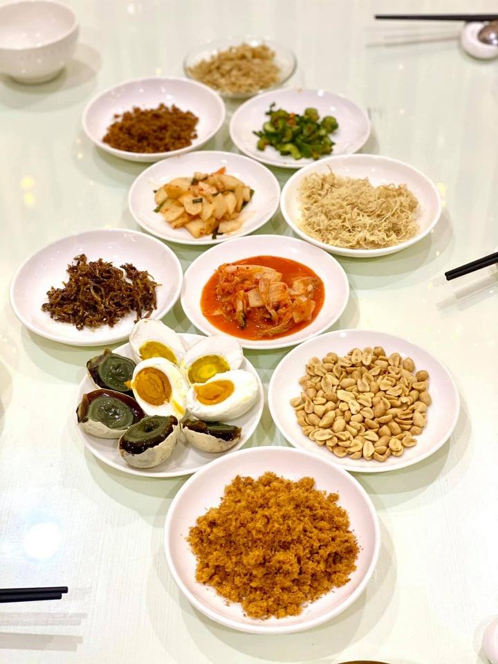 Những bữa cơm của hai người đẹp luôn đầy đủ chất dinh dưỡng, thực đơn đa dạng, từ đơn giản đến cầu kỳ.