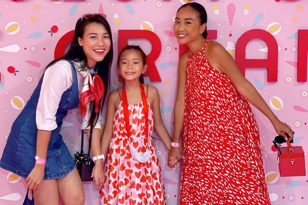 Đoan Trang và con gái đi tham quan ở bảo tàng cùng Hoàng Oanh. Ảnh: Facebook Hoàng Oanh