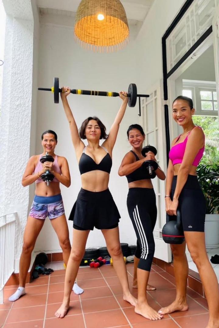 Thu Minh tập gym ở nhà Bằng Lăng.