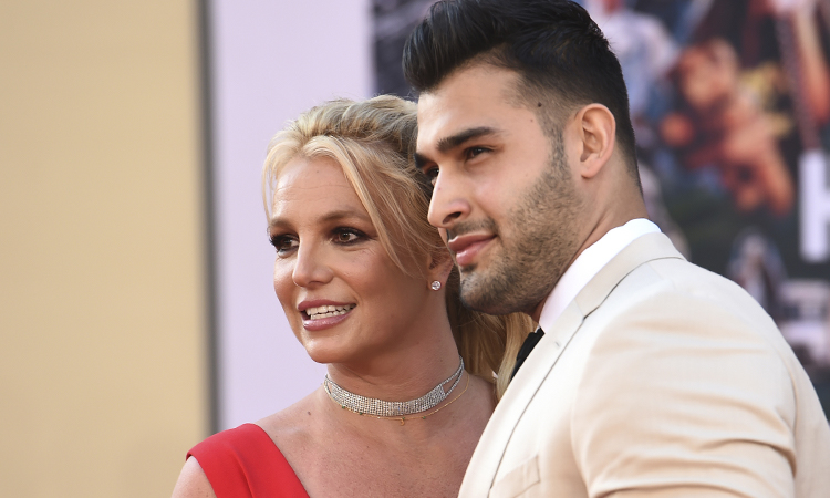 At the end of August, Britney Spears thanked Sam Asghari on social media for not abandoning her during these difficult times.  Recently, the singer succeeded in convincing his father to withdraw from the right to manage the property.  Mr. Jamie Spears also wants the court to completely remove the guardianship of Britney Spears after 13 years.  Photo: Time