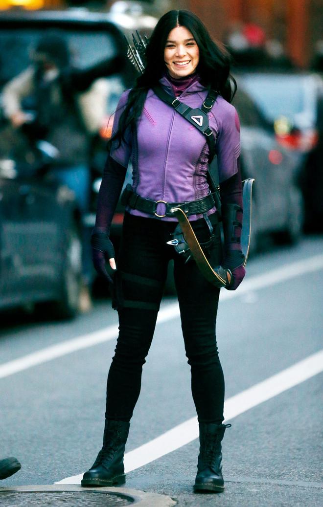 Hailee Steinfeld quay phim Hawkeye ở New York, Mỹ. Ảnh: Splash News