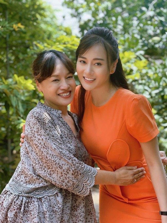 Thời trang gây tranh cãi của Phương Oanh trong Hương vị tình thân - 4