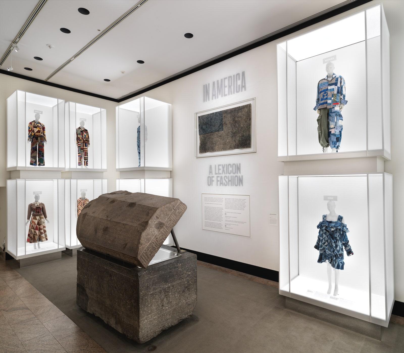 Một góc triển lãm Met Gala 2021 với chủ đề In America: A Lexicon of Fashion. Ảnh: The Metropolitan Museum of Art