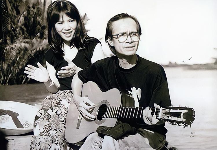 Cố nhạc Trịnh Công Sơn bên em gái. Bà từng ra nhiều album nhạc Trịnh, như Ru tình, Tinh yêu tìm thấy, Người về bỗng nhớ, Cho đời chút ơn... Ảnh: Nhân vật cung cấp
