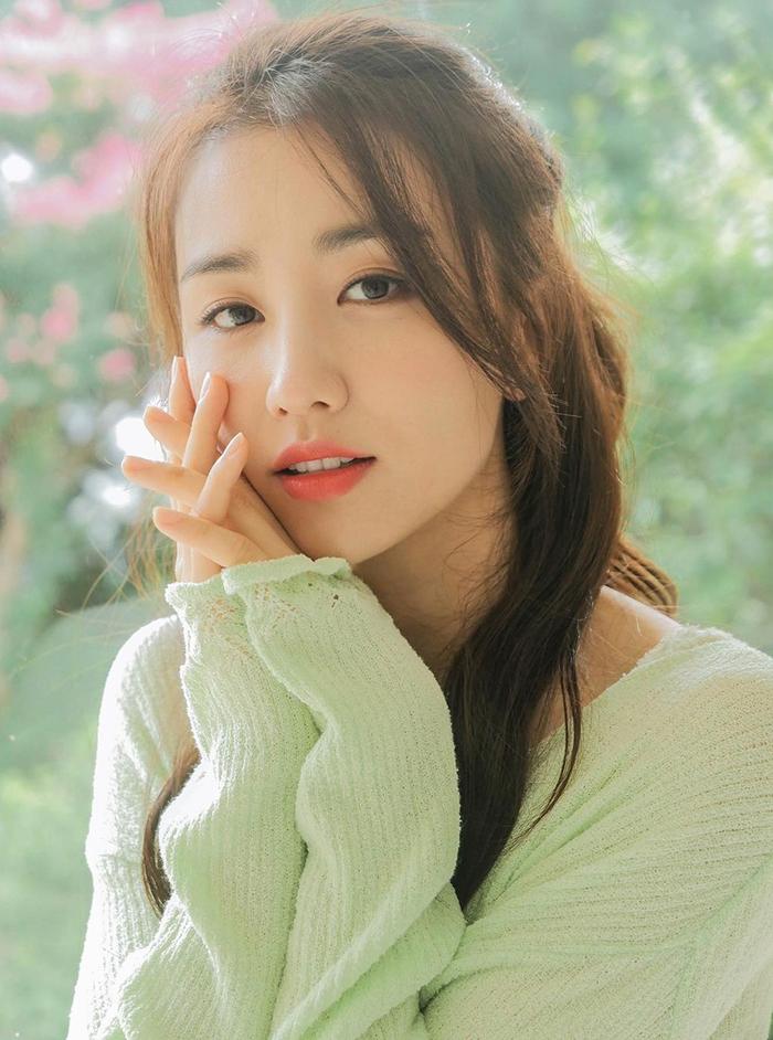 Ha Sun được nhiều khán giả khen nét mặt thanh thoát, tự nhiên. Ảnh: Naver