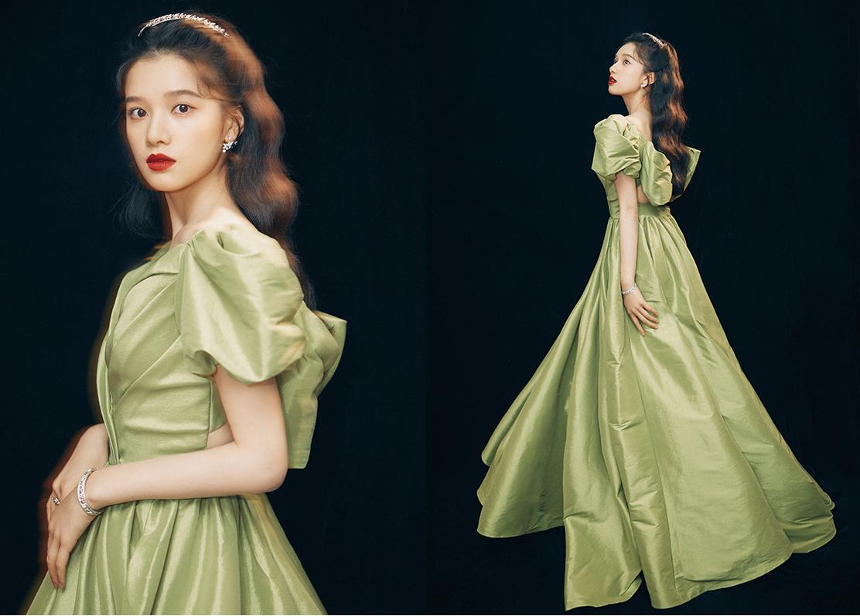 Trương Tịnh Nghi tạo phong cách công chúa. Cô 22 tuổi, từng đóng Nhất kiến khuynh tâm, 1921. Tịnh Nghi thuộc công ty quản lý do Trần Khôn, Châu Tấn thành lập.
