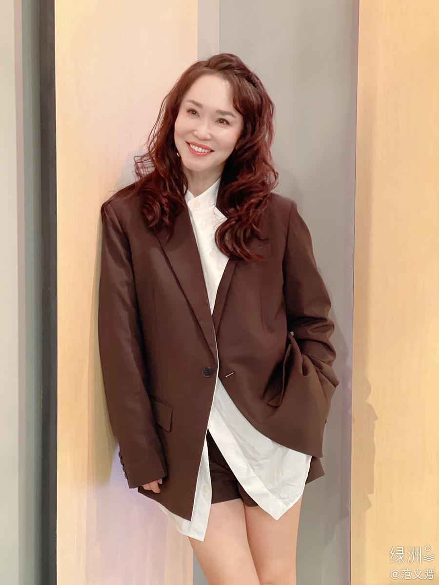 Hiện, Phạm Văn Phương quảng cáo cho một số thương hiệu đồ dùng gia đình, mỹ phẩm. Mỗi lần xuất hiện, cô biến hóa phong cách đa dạng.