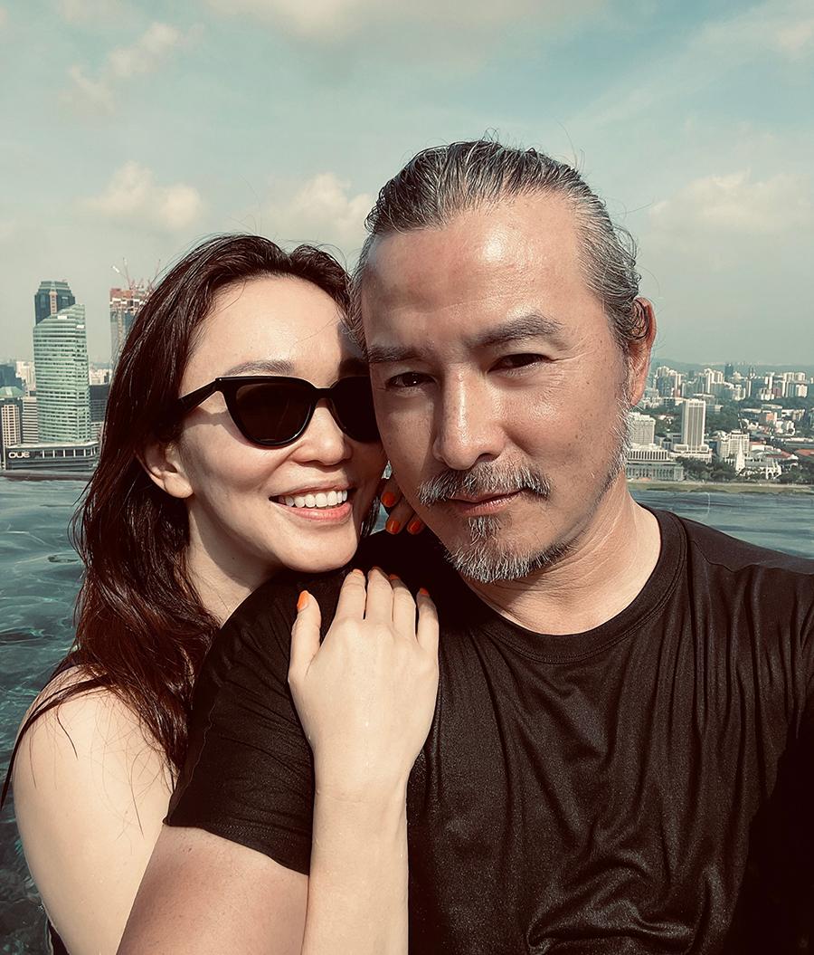 Nữ diễn viên nghỉ dưỡng cùng chồng - Lý Minh Thuận - hồi tháng 3. Những năm gần đây cô chủ yếu làm việc ở Singapore còn Minh Thuận thường đóng phim ở Trung Quốc đại lục.