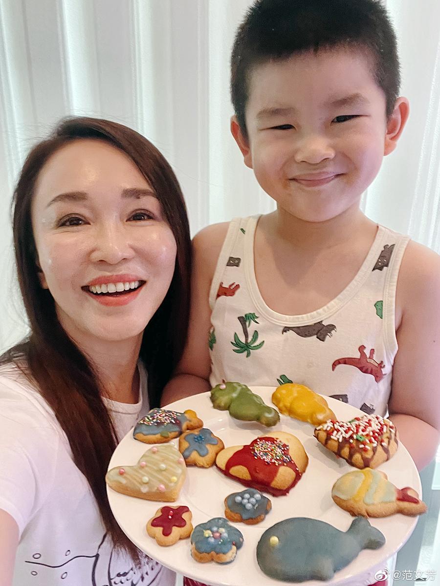 Phạm Văn Phương và con trai.