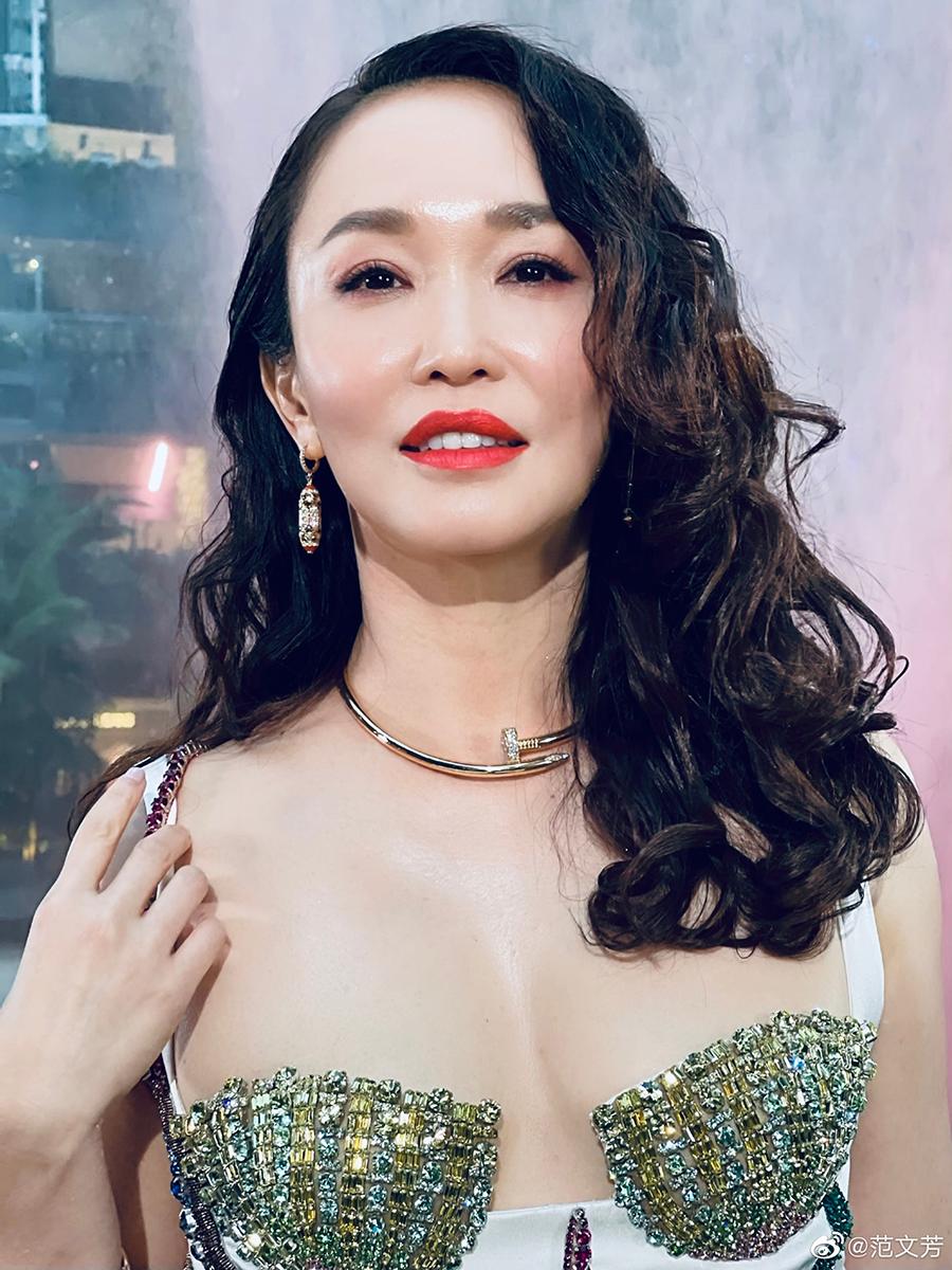 Phạm Văn Phương diện thiết kế cut-out phần ngực của Versace tại sự kiện hồi tháng 4.