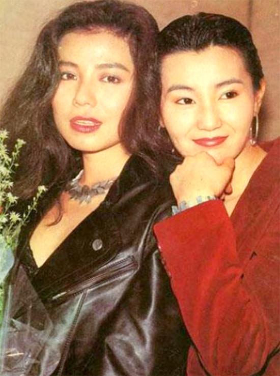 Chung Sở Hồng (trái) và Trương Mạn Ngọc - các thí sinh được TVB phát hiện, đào tạo diễn xuất. Ảnh: HK01