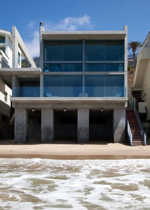 Căn hộ mới của Kanye West ở Malibu nhìn từ phía sau. Ảnh: AFP