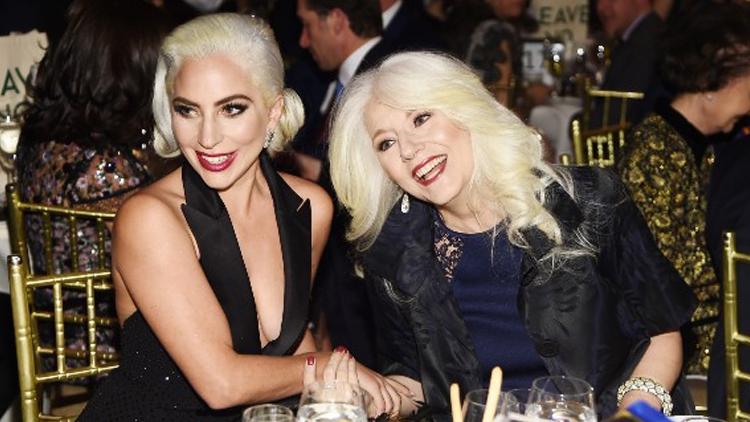 Lady Gaga và mẹ Cynthia Germanotta (phải) lập tổ chức từ thiện Born This Way năm 2011. Ảnh: Wrfm