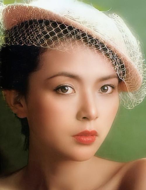 Theo QQ, kiểu tóc, lối trang điểm của Trần Ngọc Liên được phụ nữ trẻ bấy giờ bắt chước.