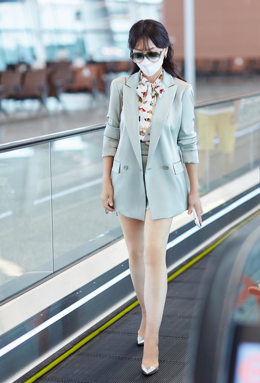 Minh tinh Bến Thượng Hải mặc tôn dáng tuổi 67 - 7