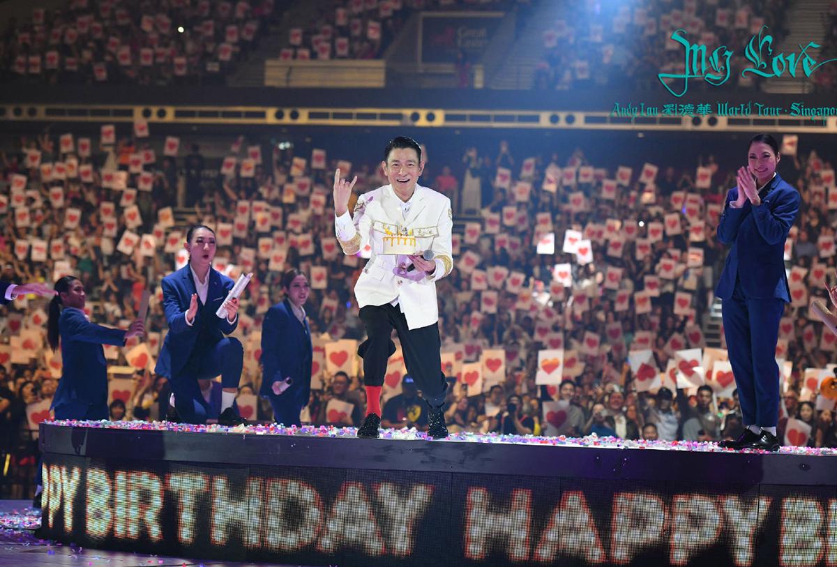Lưu Đức Hoa đón sinh nhật bên fan năm 2019. Trước đây, mỗi dịp sang tuổi mới, anh đều tổ chức gặp mặt người hâm mộ. Ảnh: Andy World Club