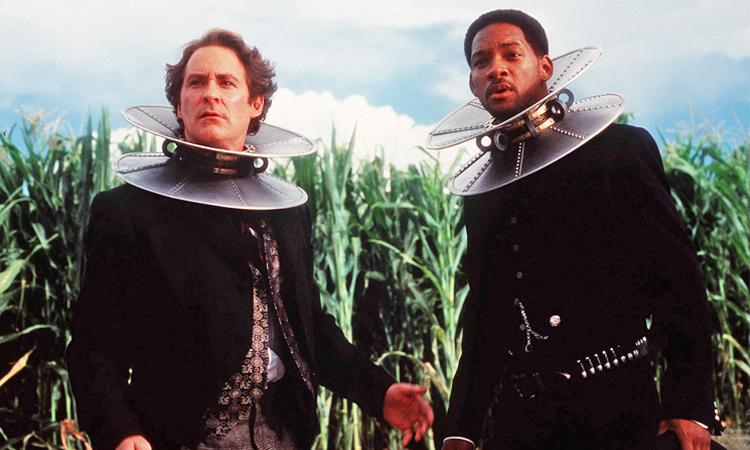 Will Smith (phải) và Kevin Kline trong Wild Wild West. Ảnh: Warner Bros