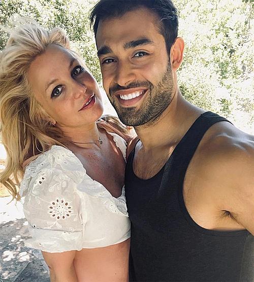 Britney Spears đi du lịch cùng bạn trai. Ảnh: Britney Spears Instagram