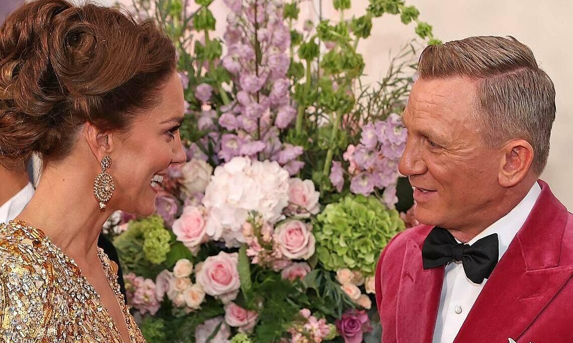 Daniel Craig trò chuyện cùng công nương Kate Middleton trong buổi ra mắt toàn cầu bộ phim No time to die tại London, ngày 28/9. Ảnh: Glamour UK