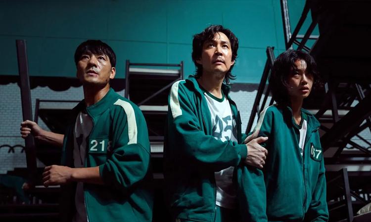 Ngoài việc vượt qua các thử thách của ban tổ chức, người chơi trong Squid Game phải tìm cách tự bảo vệ bản thân khỏi chính những thí sinh khác. Ảnh: Netflix