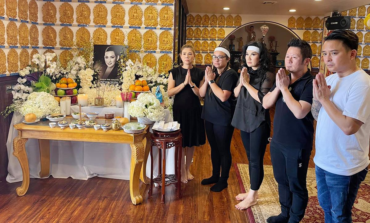 Từ trái sang: ca sĩ Thanh Thảo, con gái Phi Nhung - Wendy Phạm, Trizzie Phương Trinh, Bằng Kiều, Justin Nguyễn. Ảnh: Thanh Thảo.
