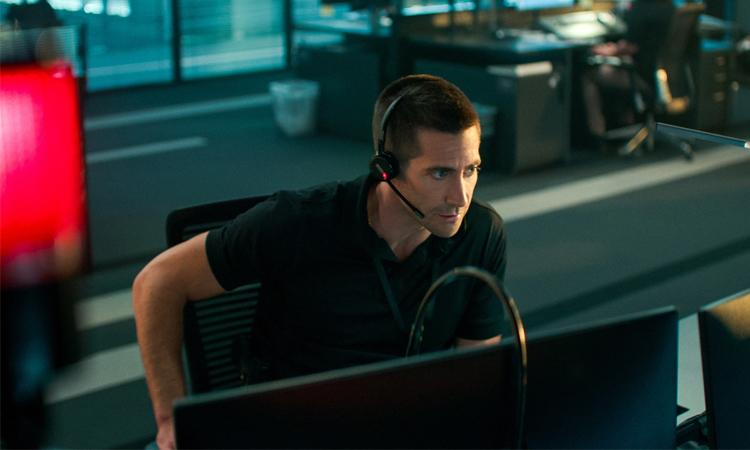 Jake Gyllenhaal vào vai sĩ quan cảnh sát Joe Baylor chuyên trực tổng đài 911. Ảnh: Netflix