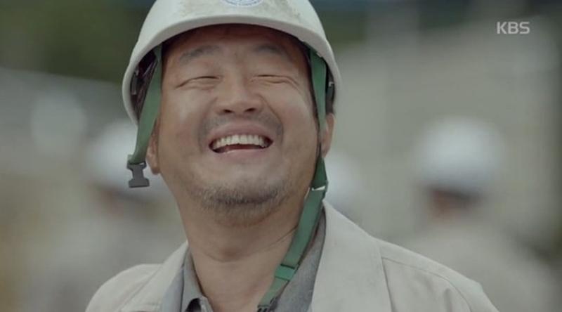 Nam Moon Chul trong Hậu duệ mặt trời, phim gây sốt châu Á năm 2016, do Song Hye Kyo, Song Joong Ki đóng chính. Ảnh: KBS