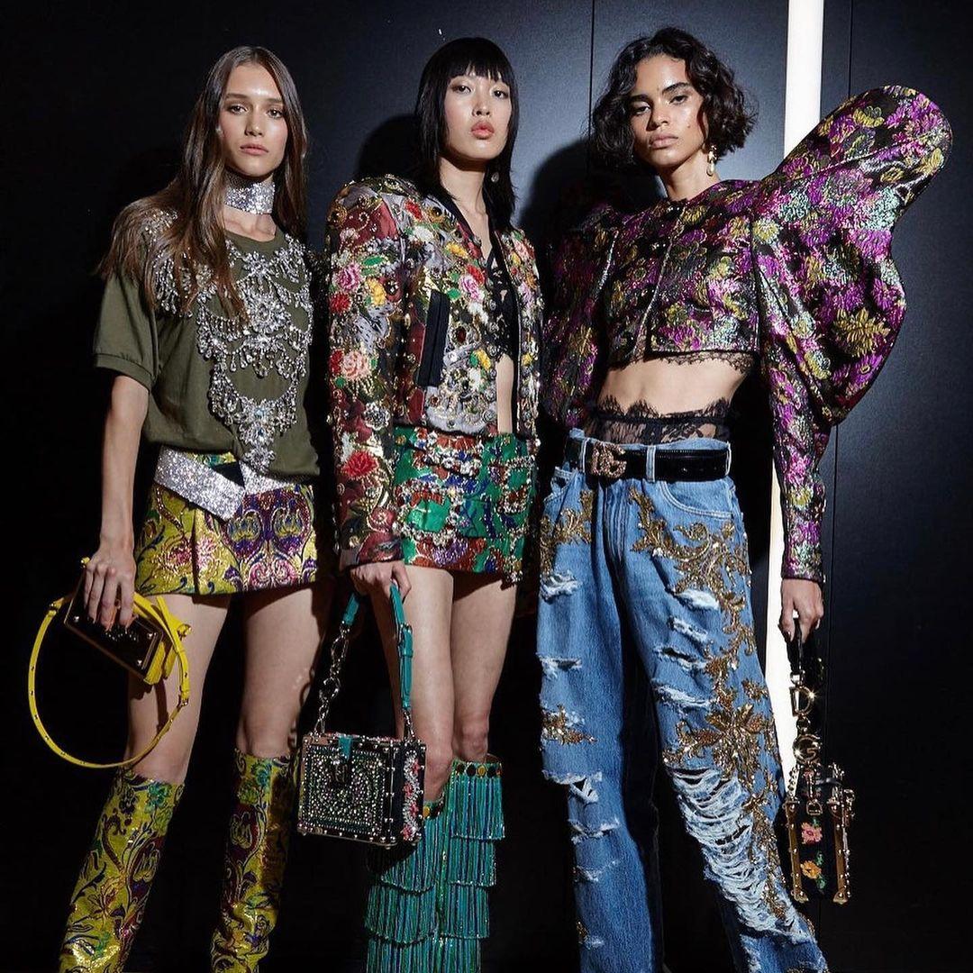 Phương Oanh ở hậu trường show Dolce & Gabbana. Ảnh: NVCC