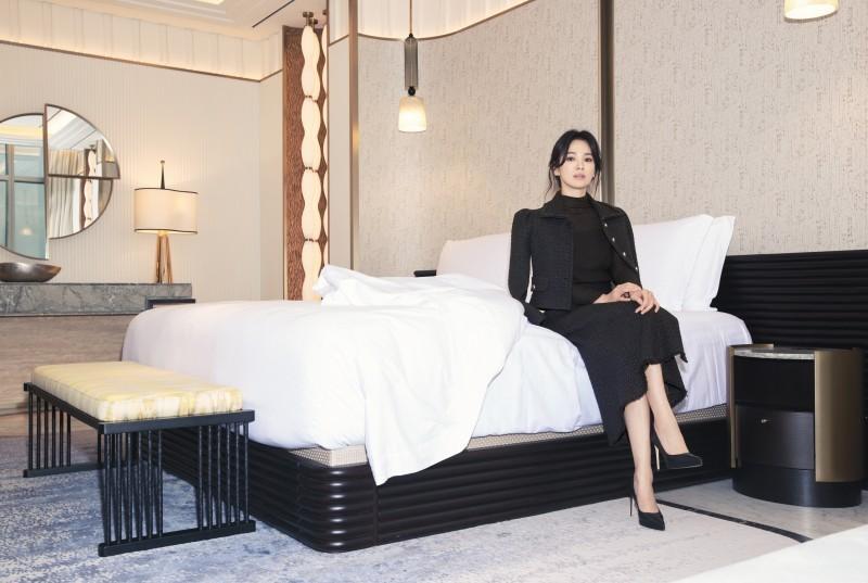 Song Hye Kyo diện váy áo đơn sắc - 9