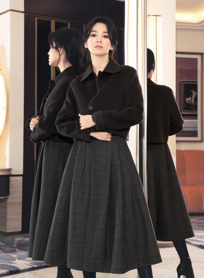 Song Hye Kyo diện váy áo đơn sắc - 4