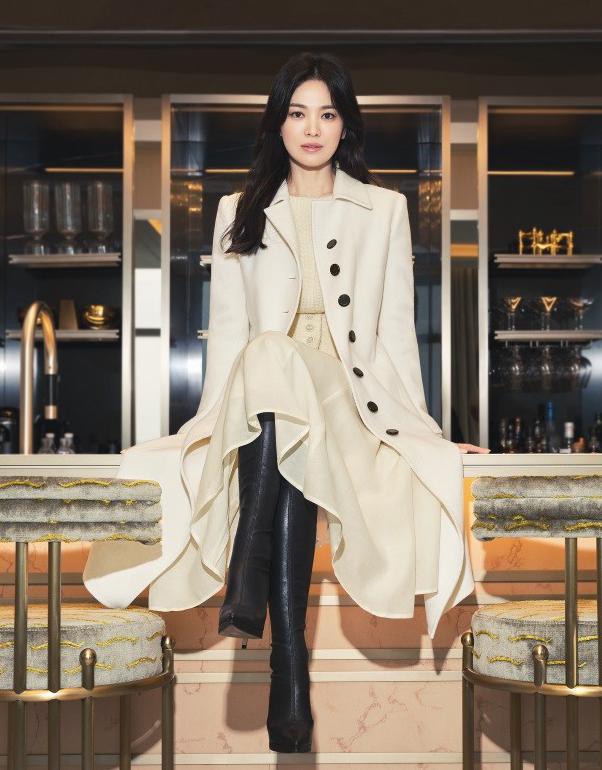 Cô đang đóng phim truyền hình Now, We Are Breaking Up của đài SBS. Diễn viên vào vai Ha Young Eun - trưởng nhóm thiết kế của một công ty thời trang. Young Eun tài năng, quyết đoán, tính cách độc lập và yêu cầu cao với bản thân. Ha Young Eun bén duyên cùng Yoon Jae Guk (Jang Ki Yong) - nhiếp ảnh gia thời trang có tài, giàu có và quyến rũ. Tác phẩm đánh dấu sự trở lại màn ảnh nhỏ của Hye Kyo, sau khi ly hôn Song Joong Ki năm 2019.